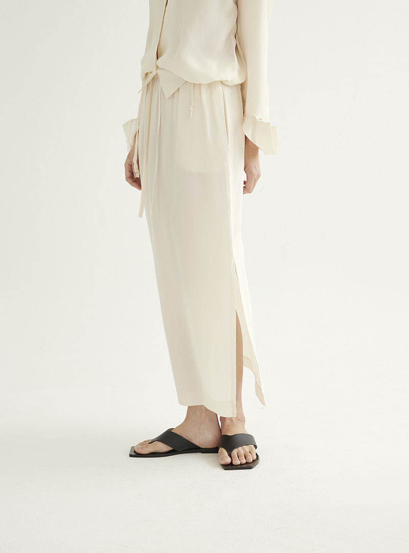Long Slit Skirt Cream